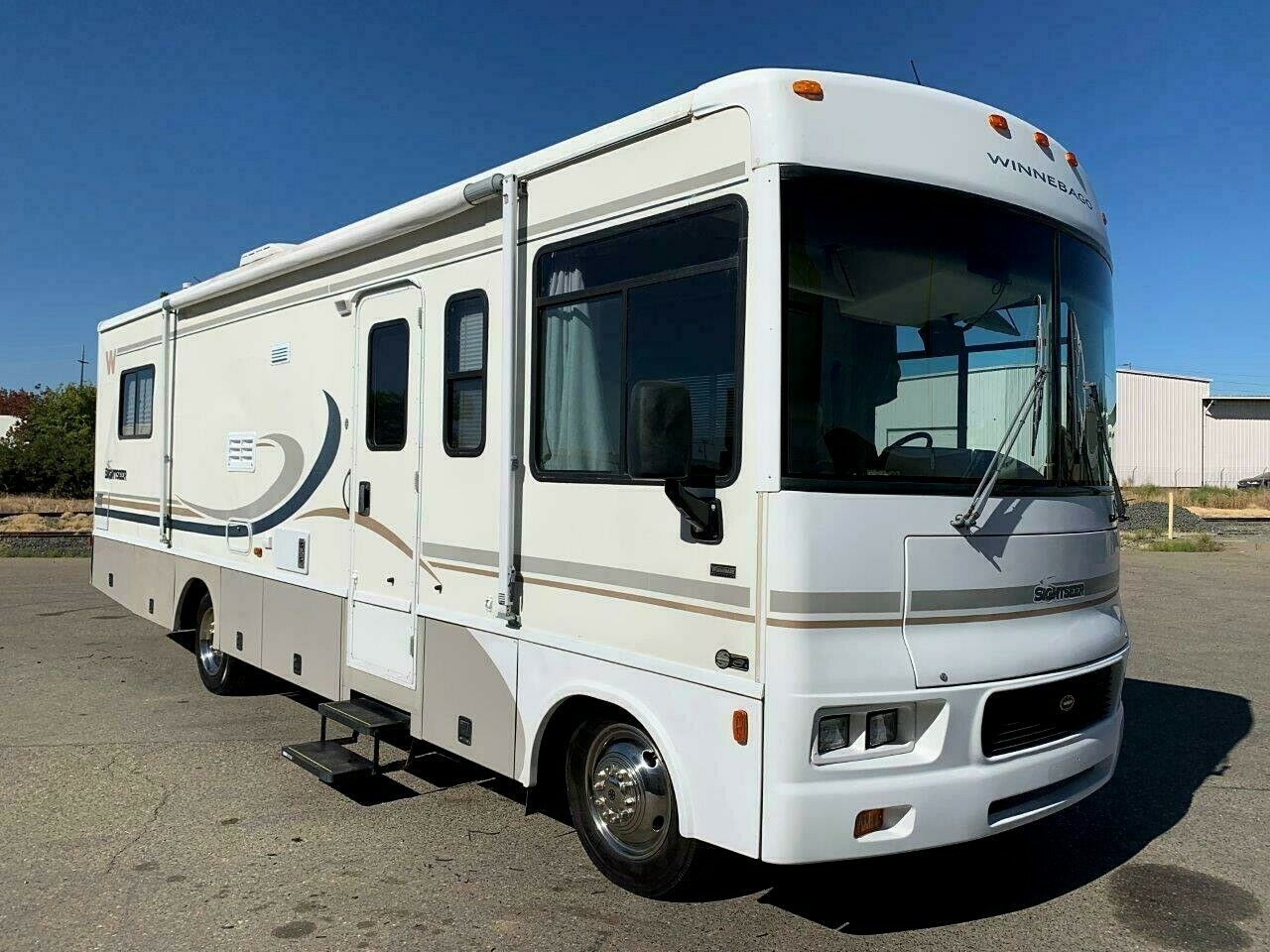 clean 2004 Winnebago Sightseer 30B camper for sale