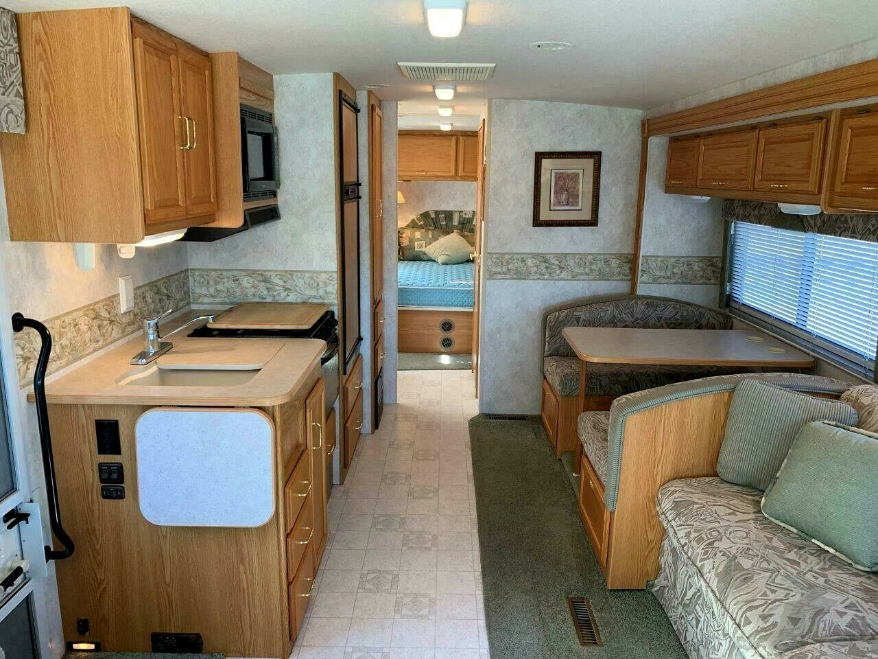 clean 2004 Winnebago Sightseer 30B camper