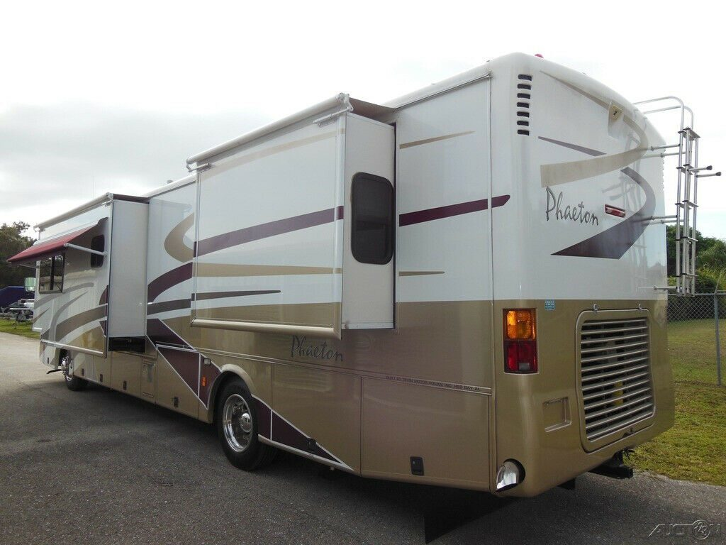 loaded 2004 Tiffin Phaeton 38GH camper