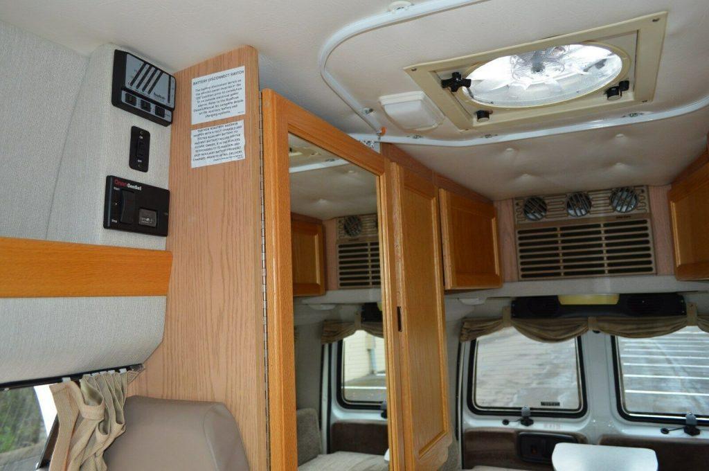 low miles 2002 Roadtrek 190 POPULAR camper