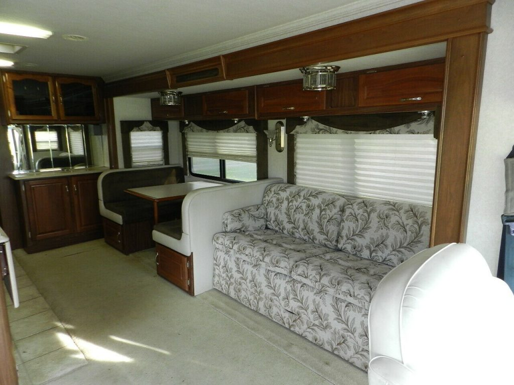 low miles 2004 Dolphin LX 36′ Motor Home camper
