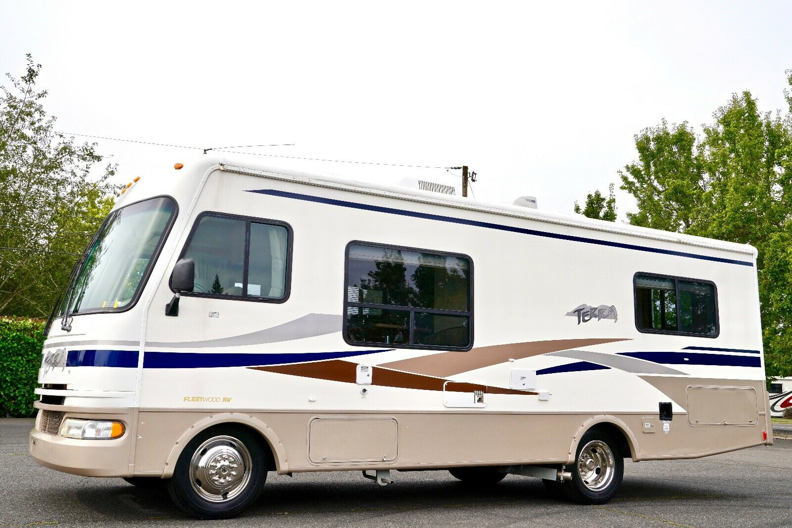 low miles 2004 Fleetwood 26Q camper for sale
