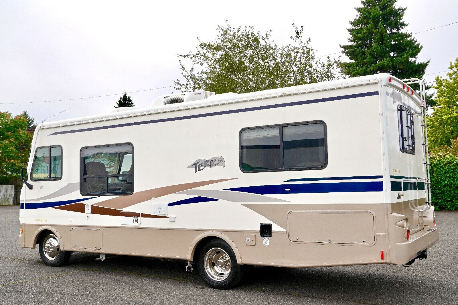 low miles 2004 Fleetwood 26Q camper