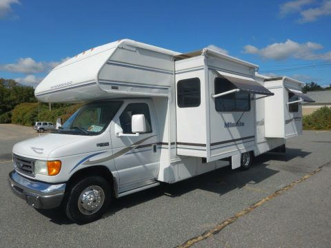 low miles 2004 Winnebago Minnie 29B camper for sale