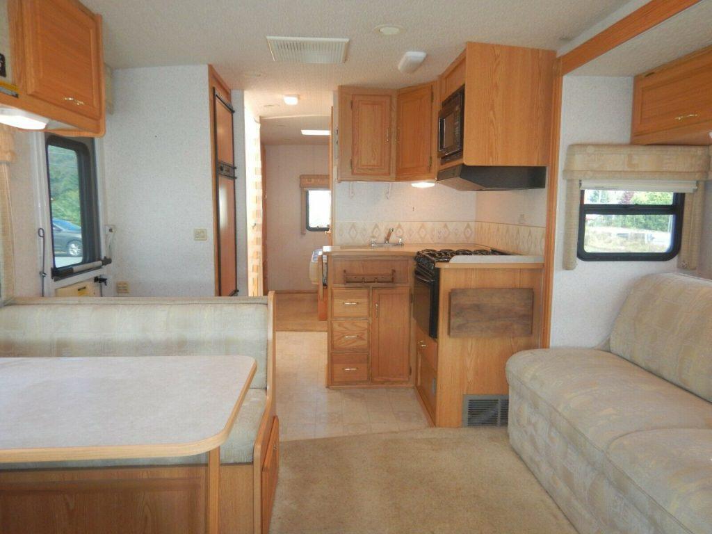 low miles 2004 Winnebago Minnie 29B camper