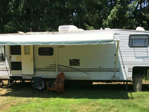 solid 2002 KZ SPORTSMAN camper for sale