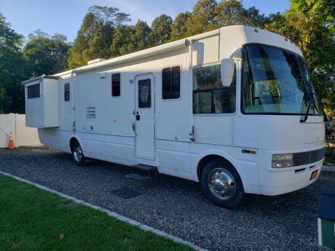 upgraded equipment 2002 National Dolphin 5355 Motorhome camper for sale