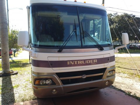 very nice 2003 Damon Intruder 36 FT camper for sale