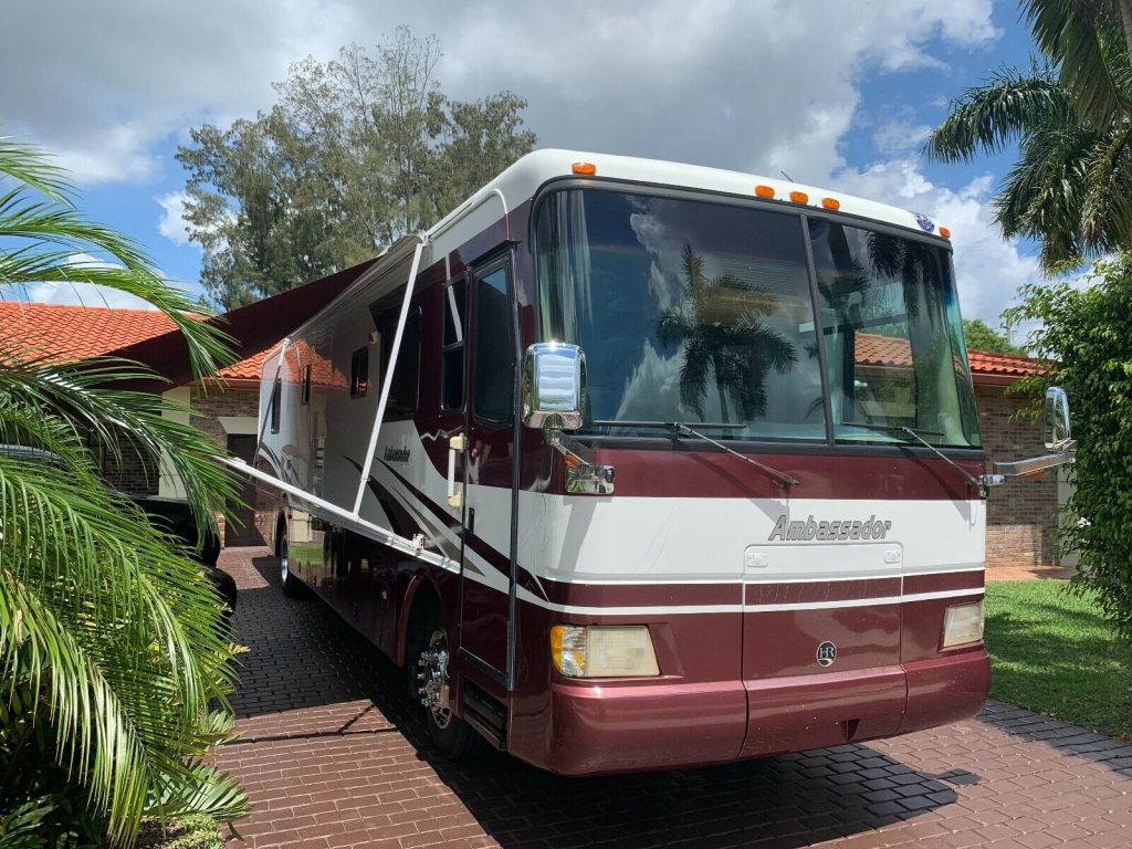 well maintained 2004 Holiday Rambler 38PDD camper