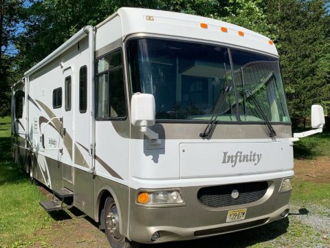 well serviced 2004 Thor Infinity Four Winds RV camper for sale