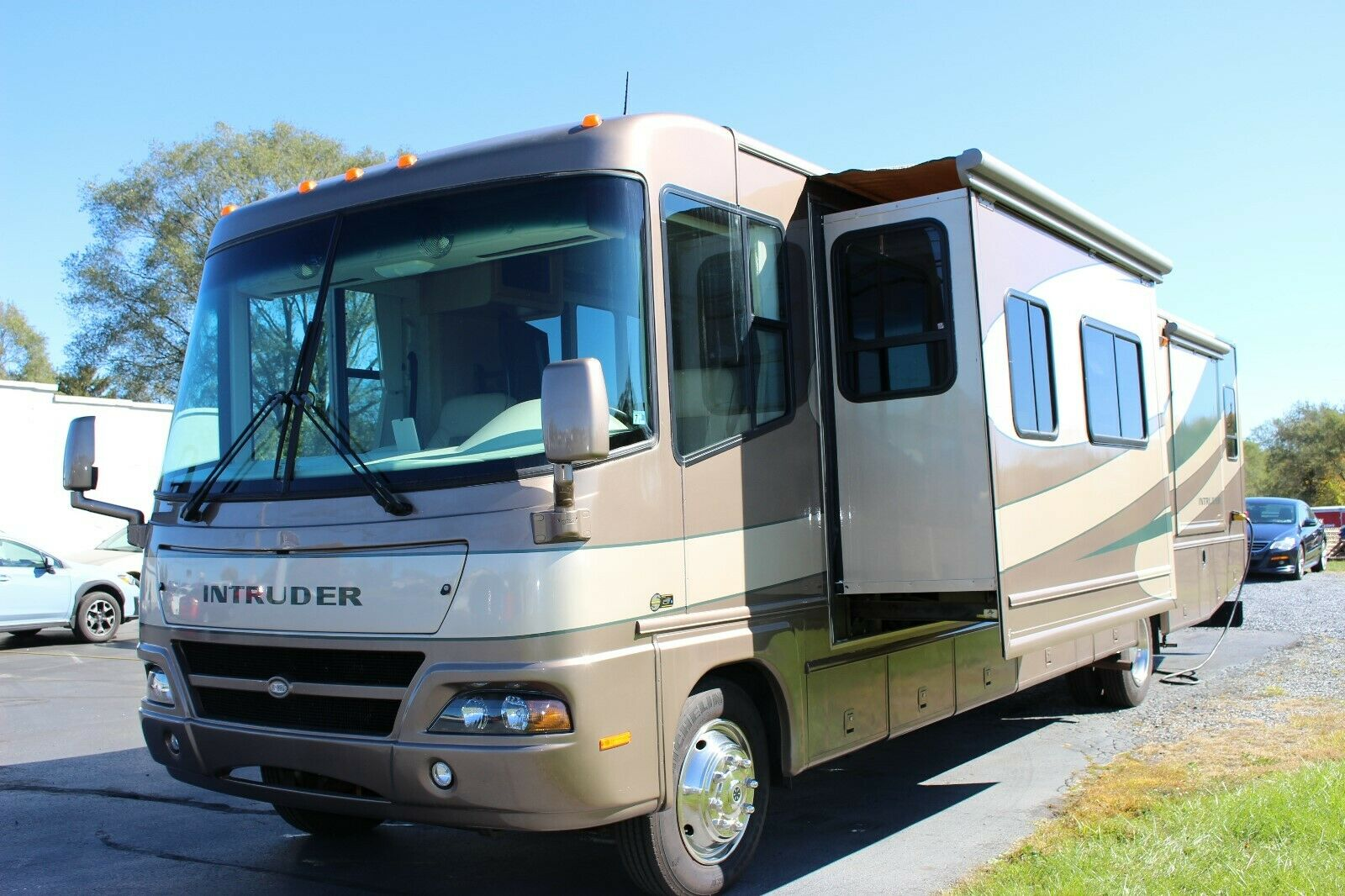 low miles 2005 Damon Intruder 391 camper