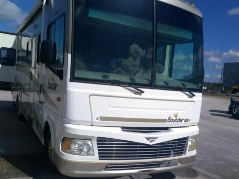 low miles 2006 Fleetwood Bounder 32W camper for sale