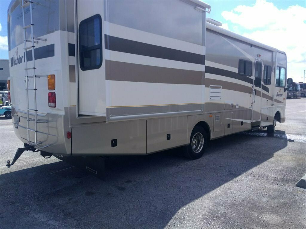 low miles 2006 Fleetwood Bounder 32W camper