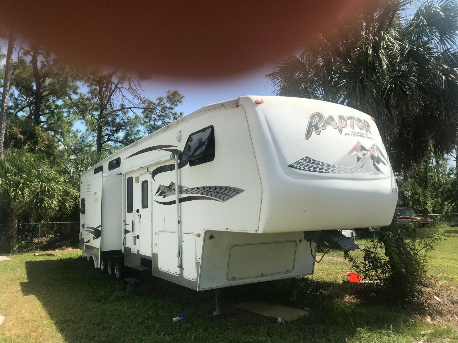 roomy 2006 Keystone RAPTOR 38 FT camper for sale
