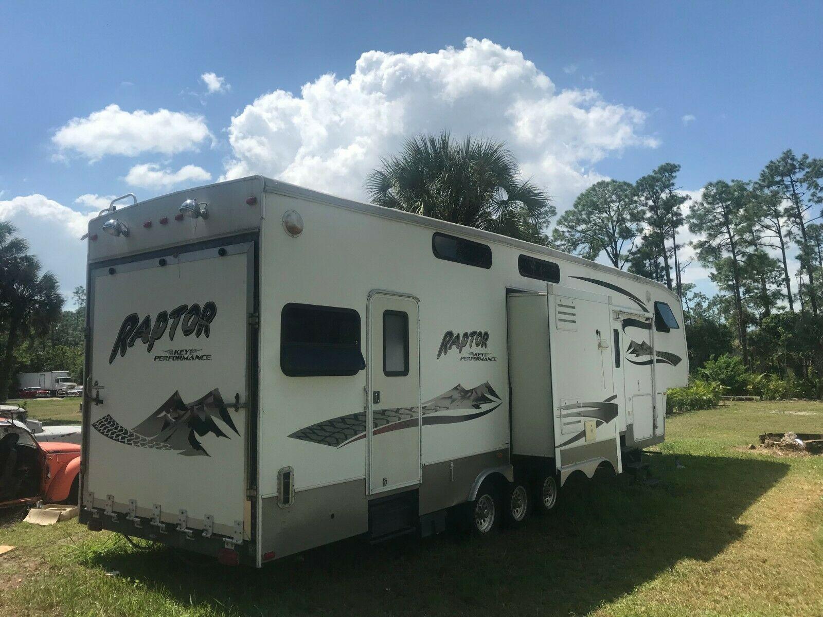 roomy 2006 Keystone RAPTOR 38 FT camper