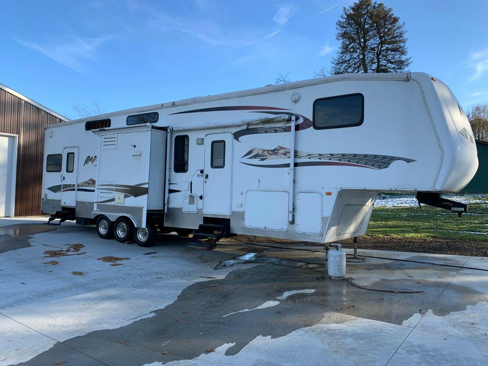 toy hauler 2006 Keystone Raptor camper for sale