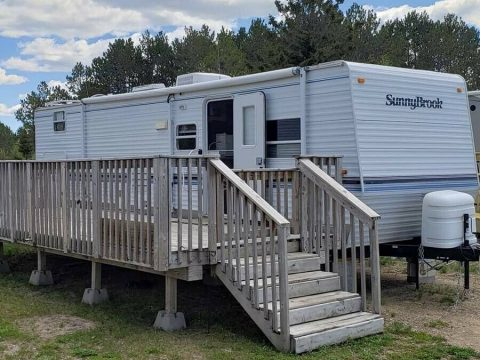 very clean 2005 Sunnybrook Solanta 3310 camper for sale