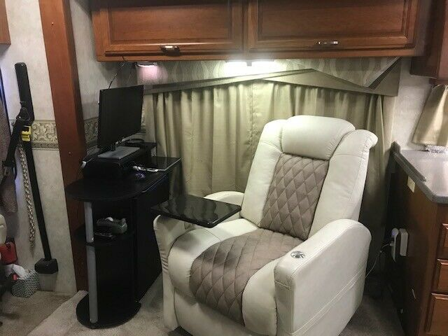 well equipped 2006 Fleetwood Revolution camper