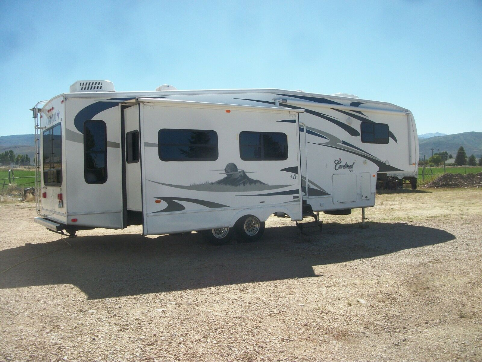 very clean 2008 Forest River Cardinal LE camper