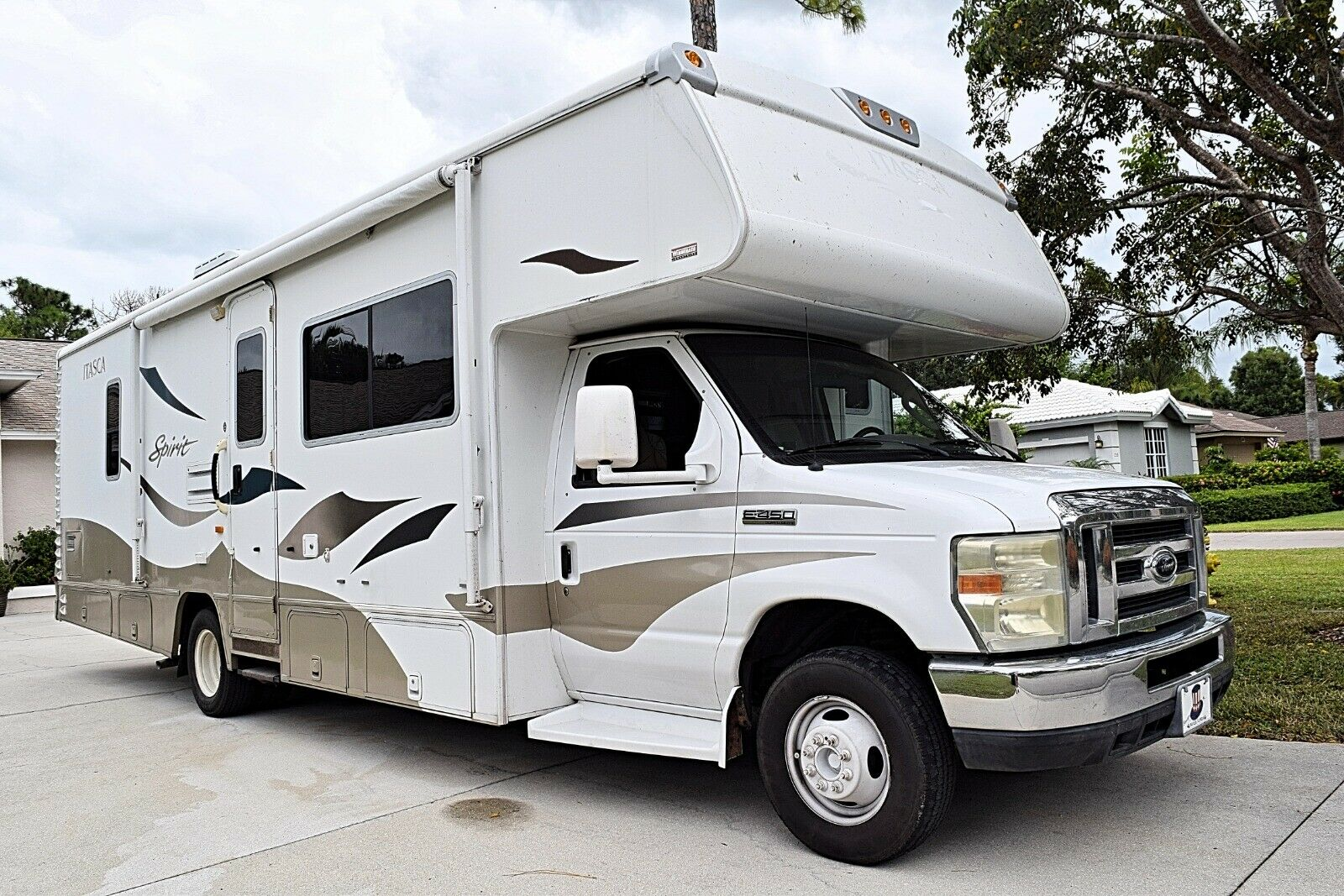 very nice 2008 Itasca Spirit 29B camper for sale