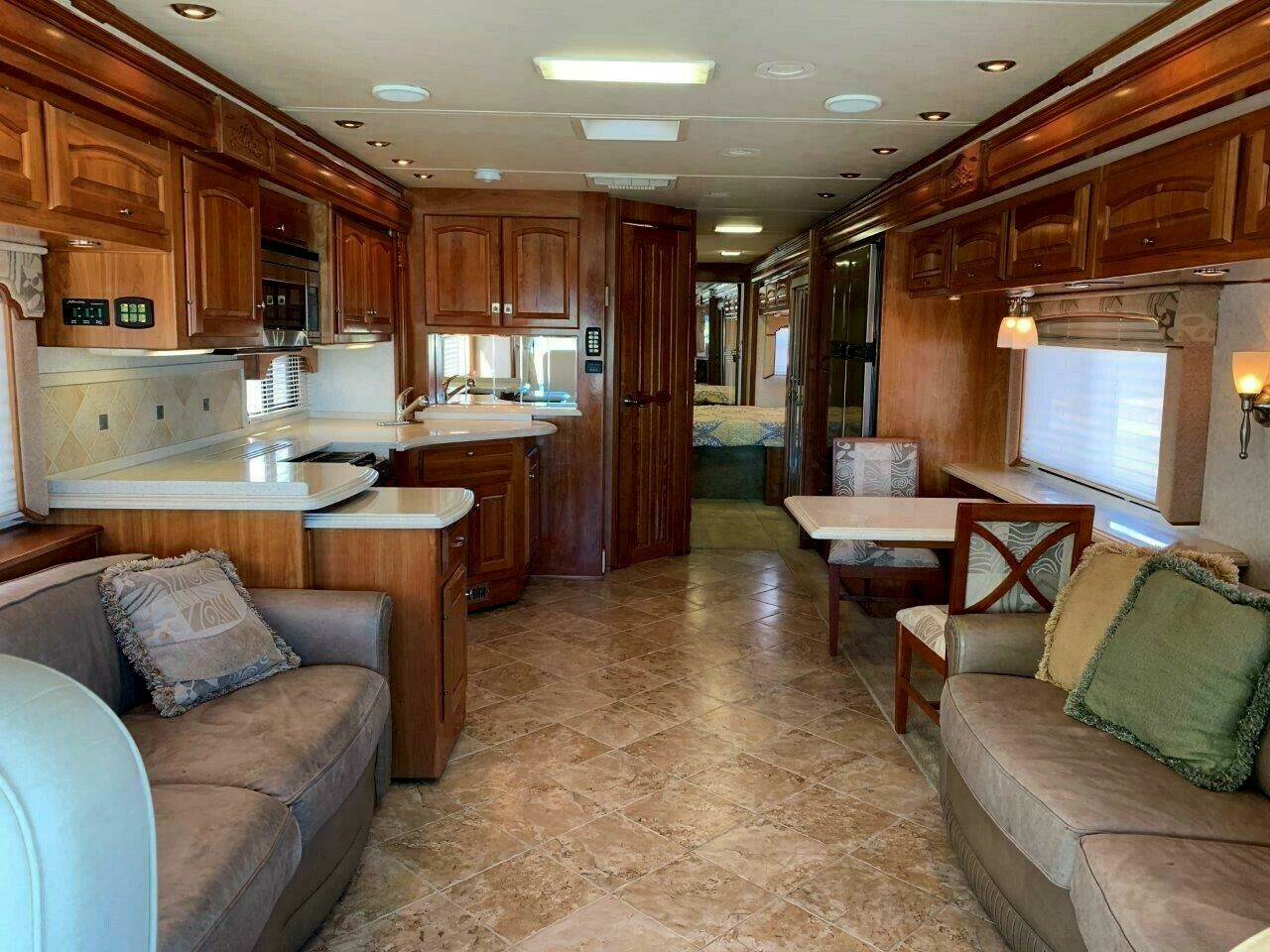well equipped 2007 Holiday Rambler Scepter 42SFT camper