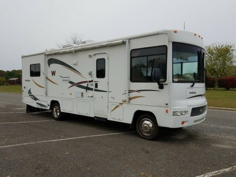 well equipped 2008 Winnebago Vista 30B camper for sale