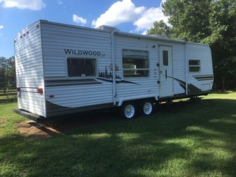 well maintained 2007 Wildwood 27 RB camper for sale