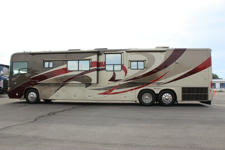 beautiful 2008 Country Coach 470 ALLURE camper for sale