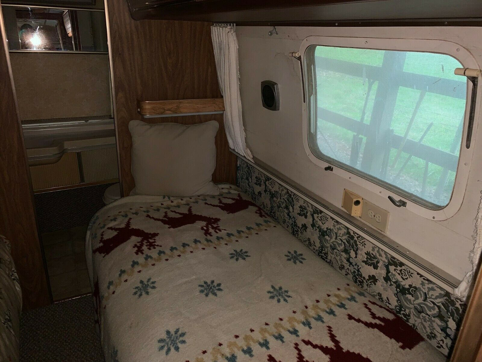 no issues 1975 Airstream Overlander camper