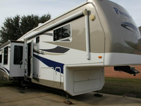 well equipped 2009 Holiday Rambler camper for sale