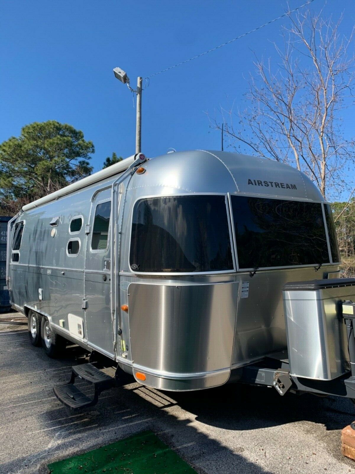 excellent shape 2015 Airstream Flying Cloud camper for sale