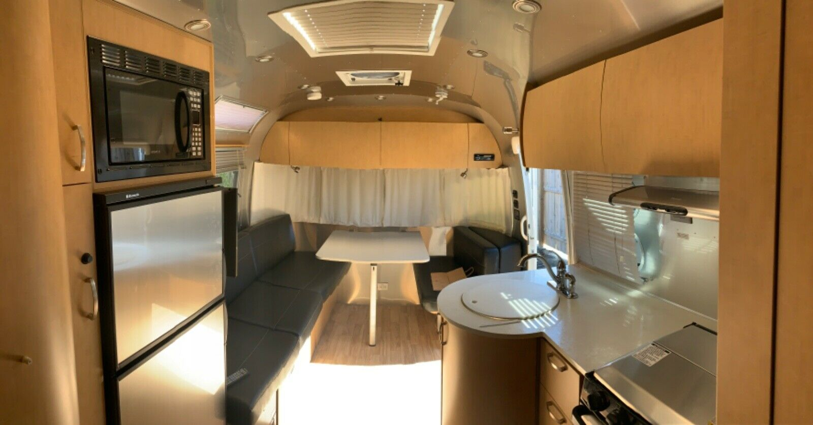 excellent shape 2015 Airstream Flying Cloud camper