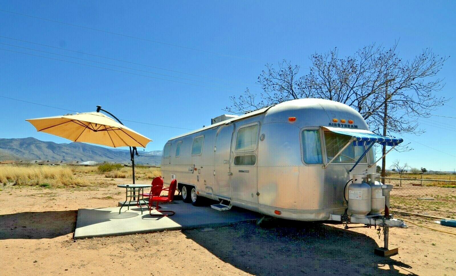 nice features 1974 Airstream Sovereign camper