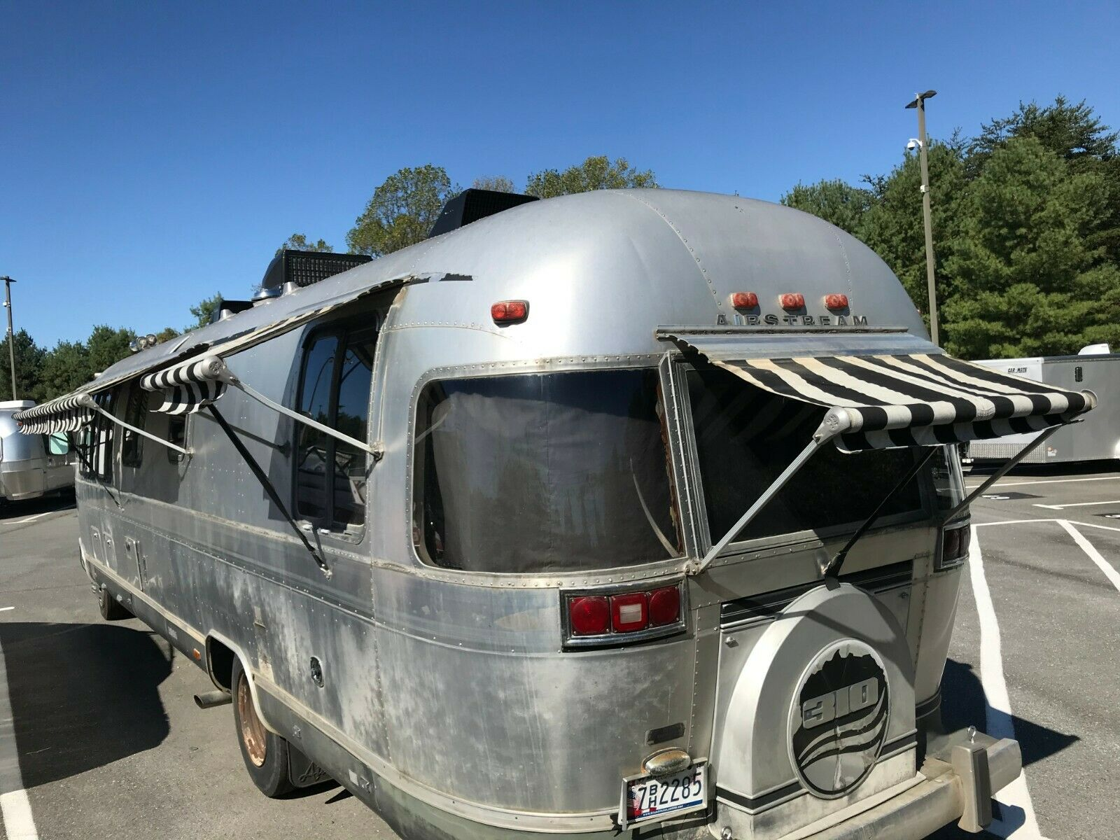 very nice 1982 Airstream 310 camper