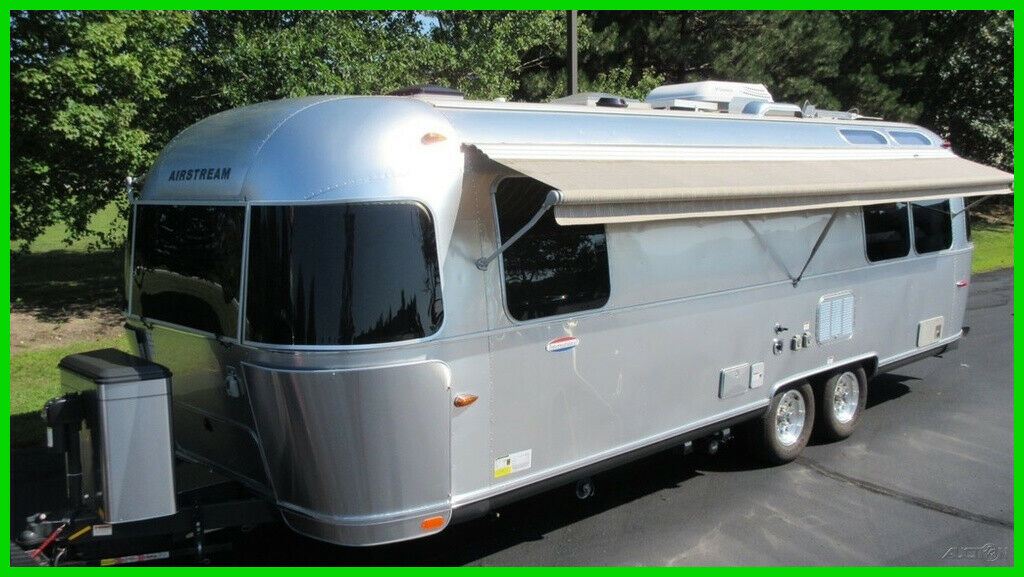 clean 2014 Airstream International Serenity camper for sale