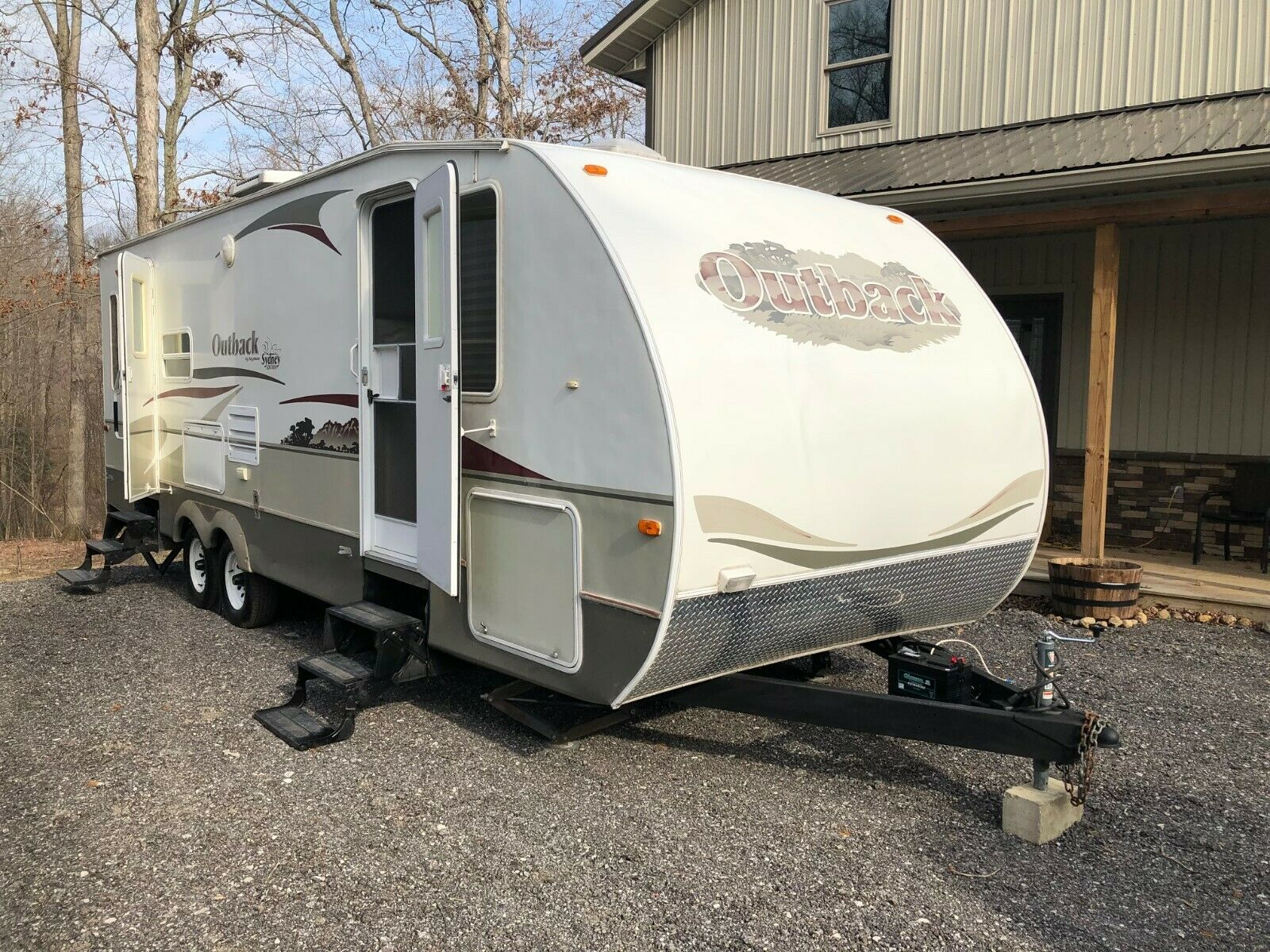 very clean 2006 Keystone Sydney Edition 27 camper for sale