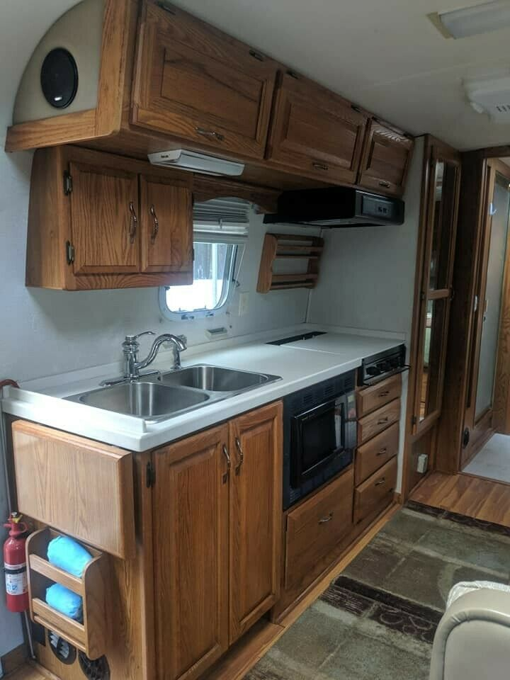 very nice 2001 Airstream Excella 30 camper