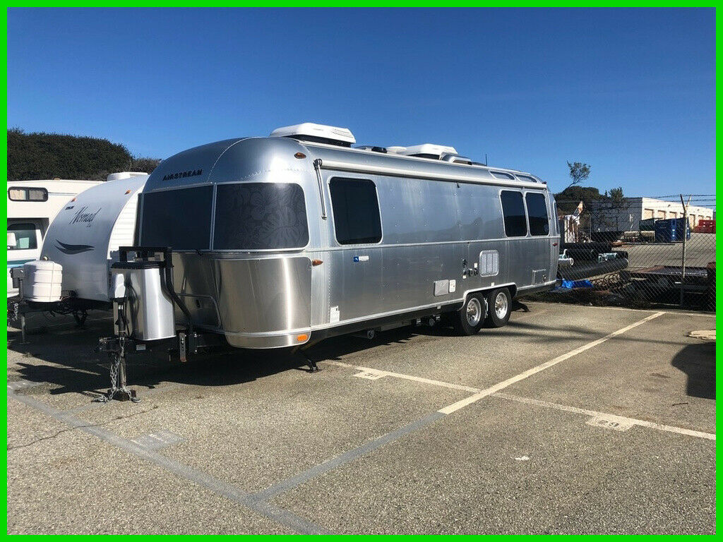 well equipped 2017 Airstream Tommy Bahama Special Edition camper for sale