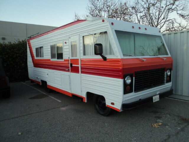 low miles 1978 Dodge Midland M40 27′ camper for sale
