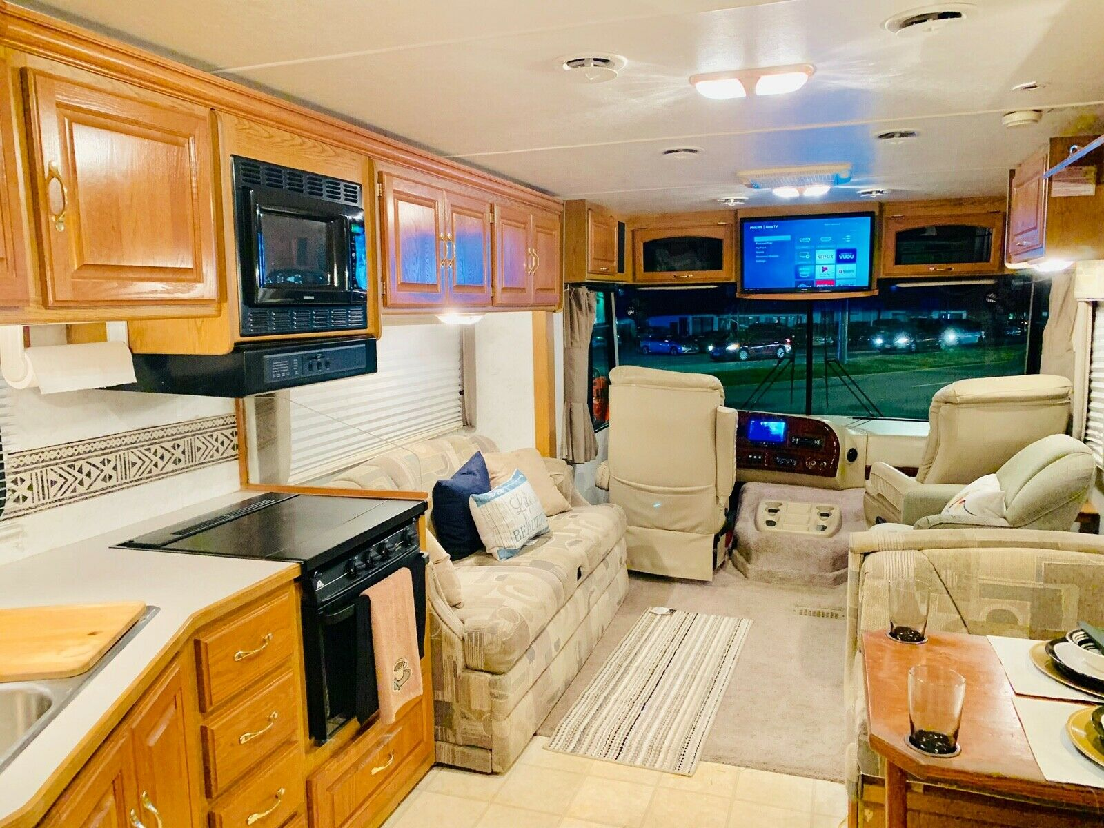 very well maintained 2003 Four Winds M 35D camper
