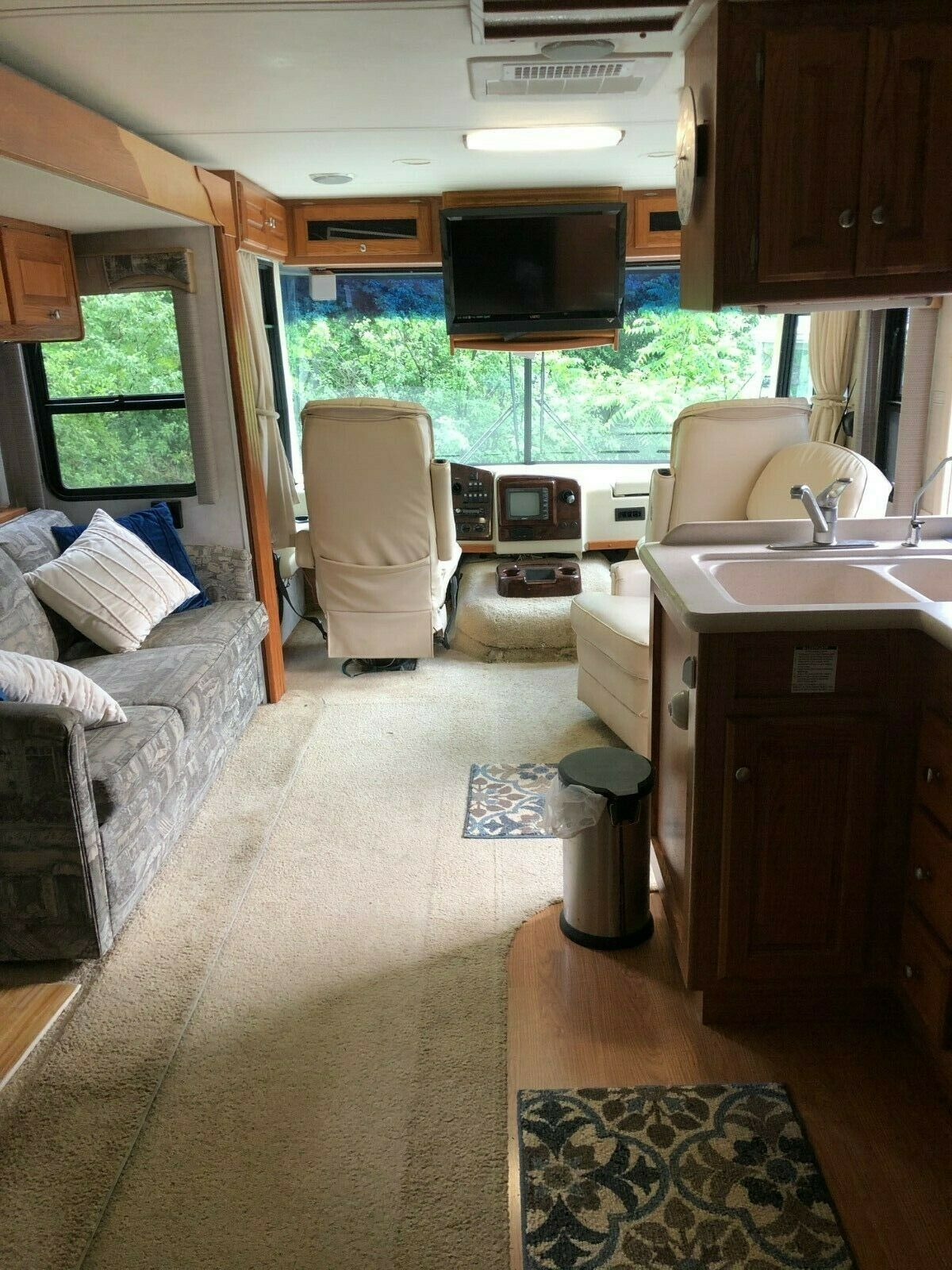 well equipped 2003 Holiday Rambler 32 PBD Vacationer camper