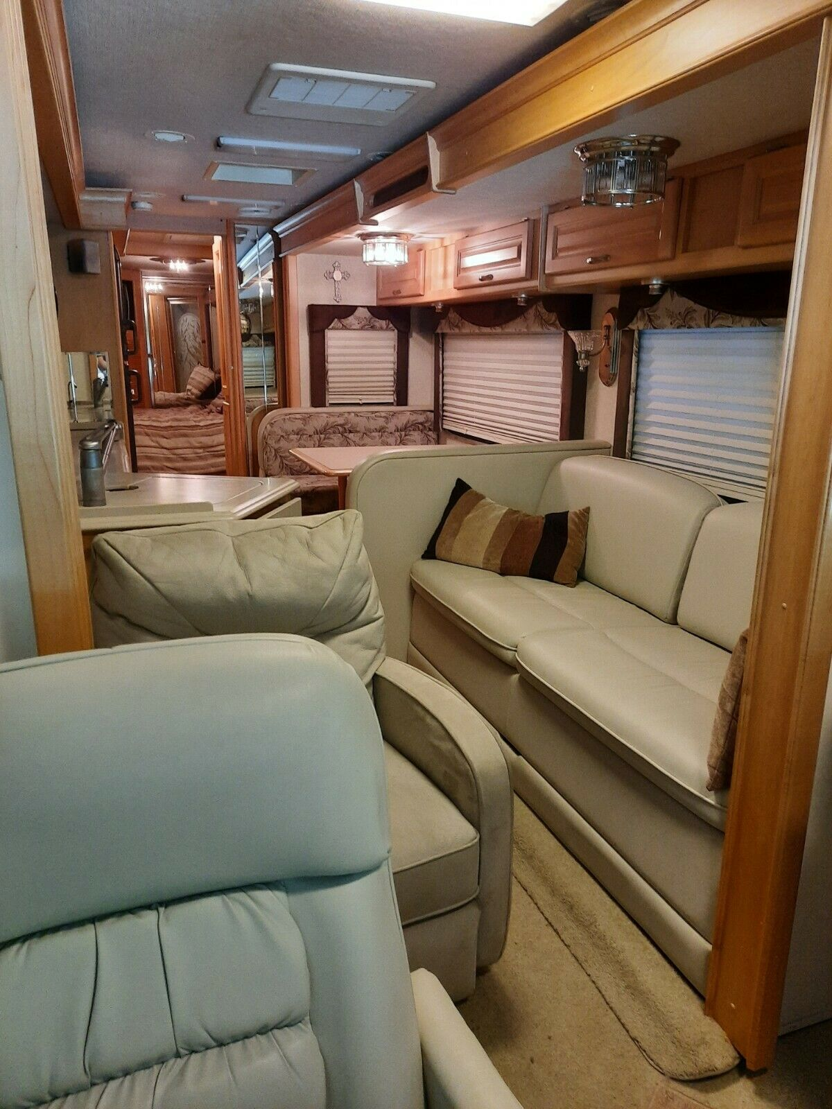 low miles 2004 National Tropical T350 camper