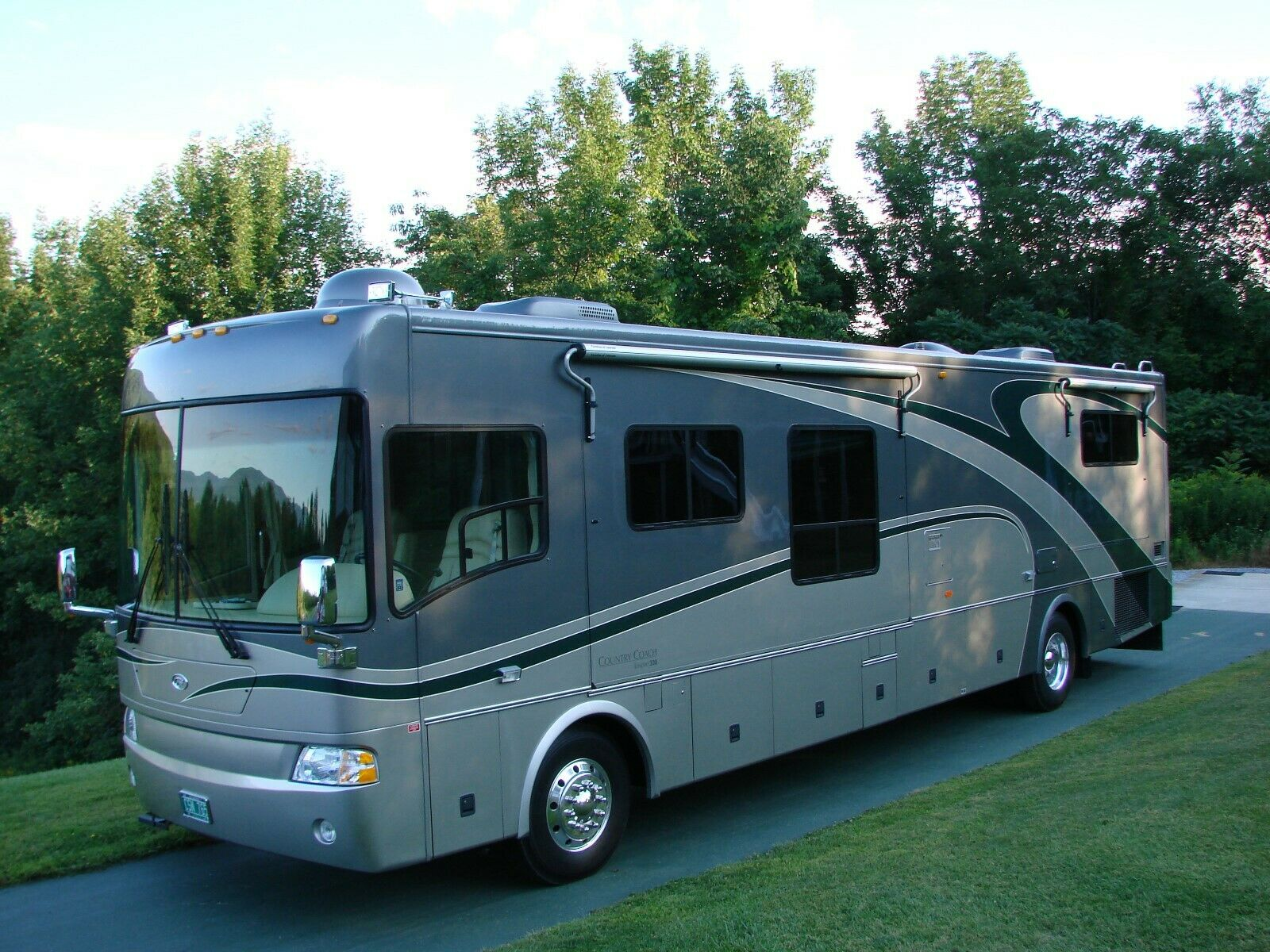 low miles 2005 Country Coach camper