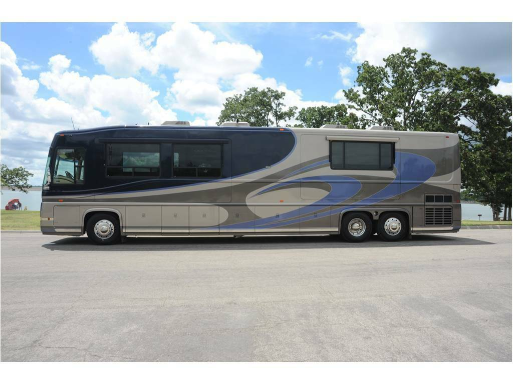 luxurious 2004 Newell 450 camper for sale