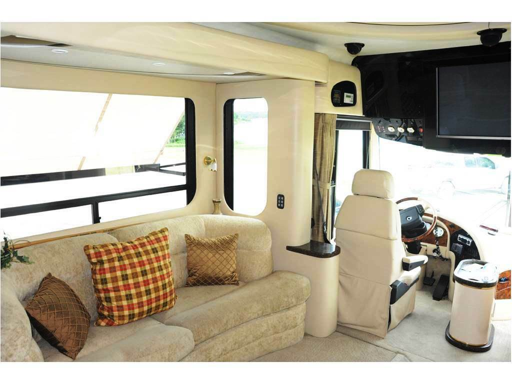 luxurious 2004 Newell 450 camper