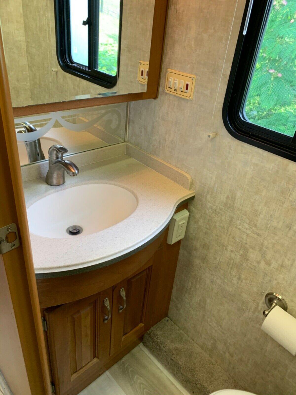 new equipment 2004 Holiday Rambler Endeavor camper