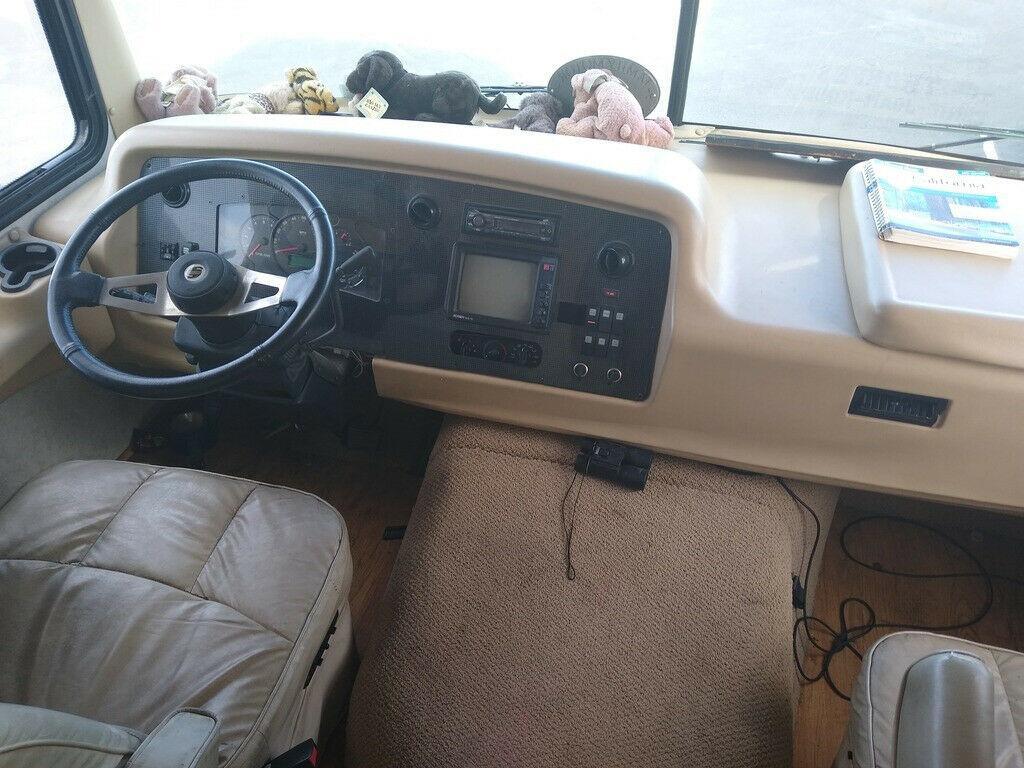 well equipped 2003 Safari Trek camper