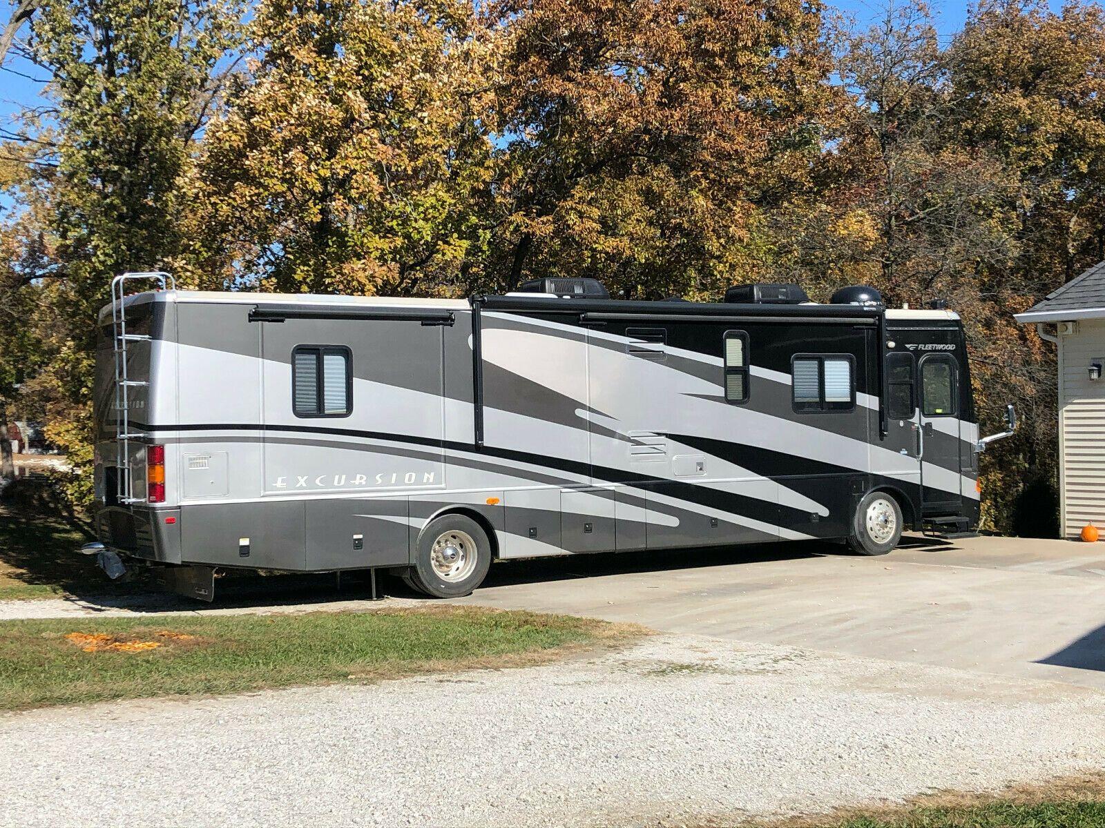 Excellent shape 2006 Fleetwood Excursion camper for sale